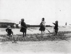 The sands in 1912at Lyme Regis