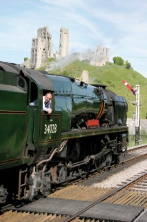 Eddystone Steam Locomotive pauses at Corfe Castle station
