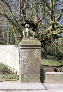 One of the stone dogs at the gates of Bryanston /></tr><tr align=