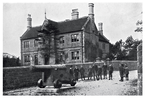 The Westminster Memorial Hospital as it was in about 1900. Subsequent extensions have enlarged it to three times this size. The cannon was a trophy from the Crimean War, captured at Sebastopol in 1855.