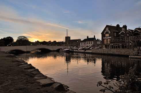 Evening falls on Wareham Quay