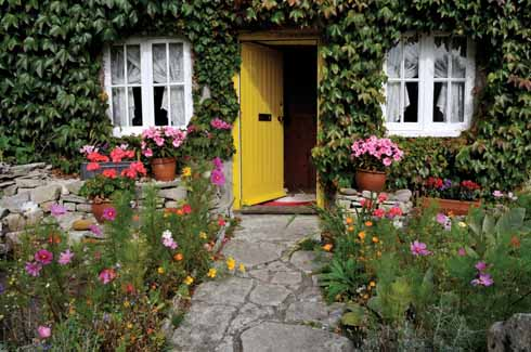 As well as picture-perfect cottages, Kingston has a number of lovely gardens complementing the neatness of the village with their cottage foliage and flowers