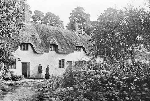 Typical Dorset cottages in the centre of Bincombe, photographed in the 1890s. Their demolition in the 1950s, despite protests, was exactly the sort of destruction that Wamsley Lewis warned against.