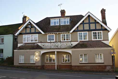 The new White Horse of 1898 is no longer a pub – it was converted into flats late in the 20th century.