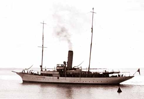 The steam yacht Elettra, Marconi's private floating laboratory. This mobile location played an important part in the evolution of his work, especially in short wave wireless communication.