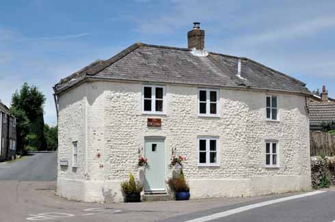 Sandwiched between Cattistock Road and the main thoroughfare at the arrowhead-shaped crossroads on Station Road, this 1836 toll house is one of many attractive Victorian cottages in the village