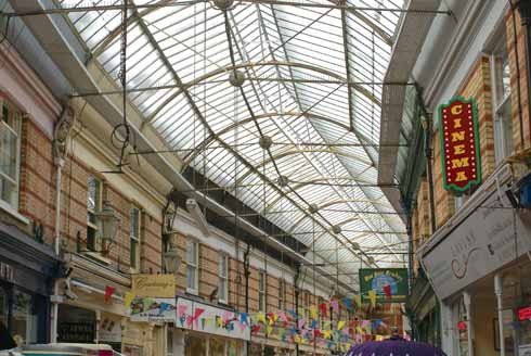 ❱ There is something intrinsically uplifting about a Victorian glazed roof that is simply absent in more modern shopping centres