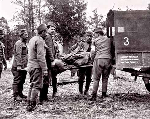❱ Mabel Stobart's Serbian medical column: soldiers help load a casualty into an ambulance