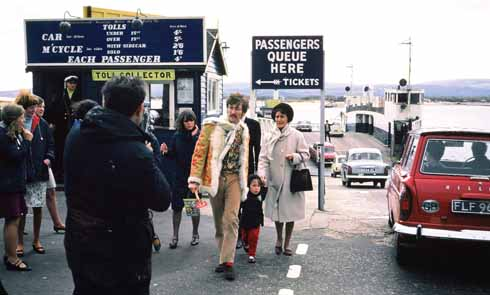 ❱ Julian Lennon holds the hands of his father John and his Great Aunt Mimi as they return to Sandbanks form Studland (phot by Betty Derrick; (c) Jayson Hutchins