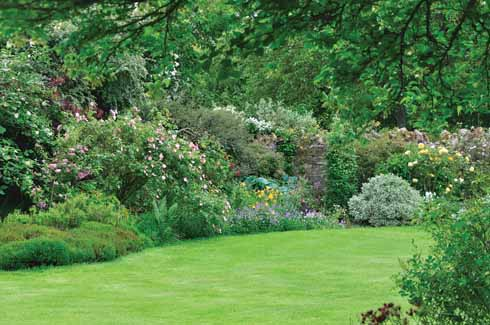 ❱ The vista across the main lawn showing one of the richly planted herbaceous borders