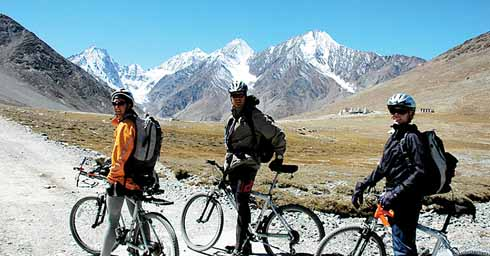 Mountain biking in the Himalayan Moonlands of India