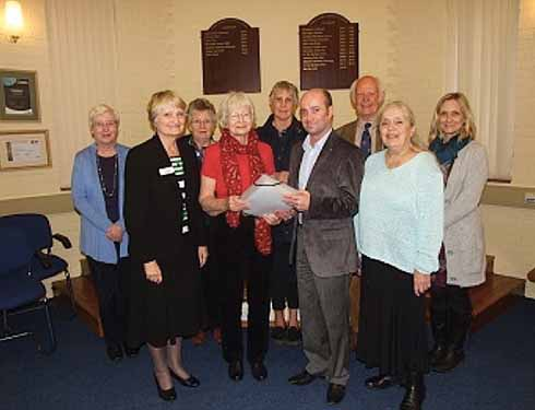 ❱ Pat Ashworth presents her petition to North Dorset DC on 13 November 2014