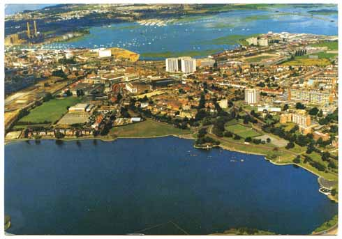 A late 20th-century aerial shot of the park with the Boating Lake in the foreground and (looking comparatively small) Holes Bay beyond