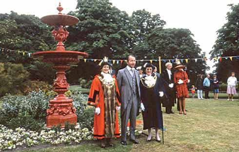 The ceremony for the dedication of the fountain donated by Lord Wimborne for the centenary of the park was more successful than its predecessor in 1890