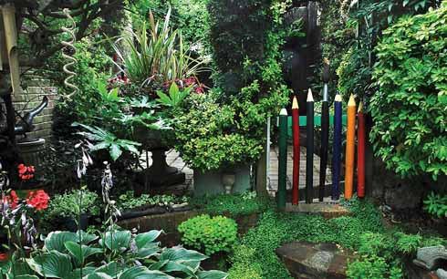 The pencil gate made from the fruits of the pencil tree