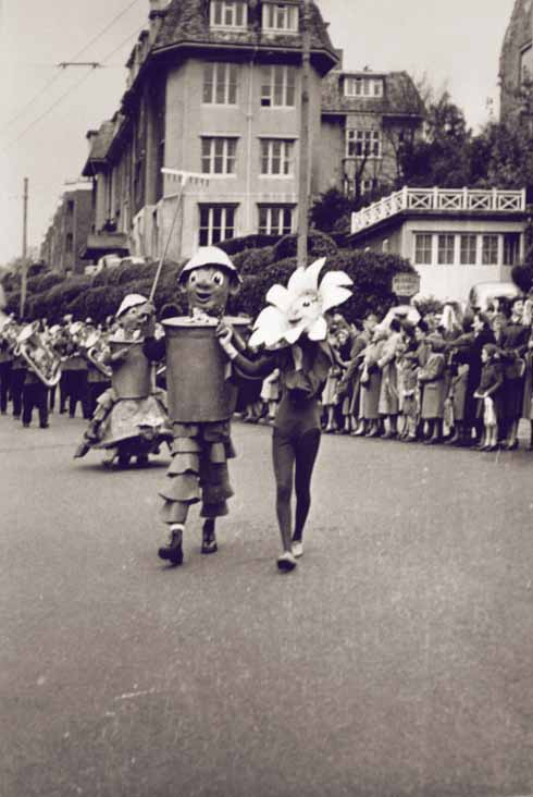 The presence of Bill, Ben and Little Weed places this parade in the mid-1950s