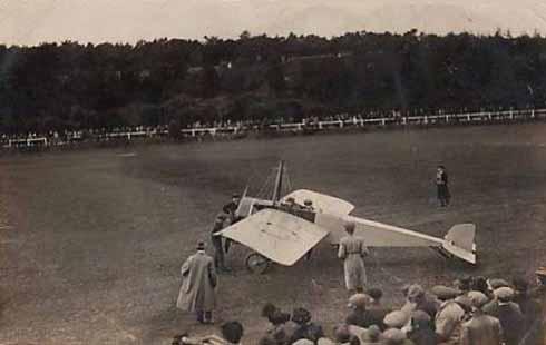 Gustav Hamel lands his plane at Meyrick Park in 1914