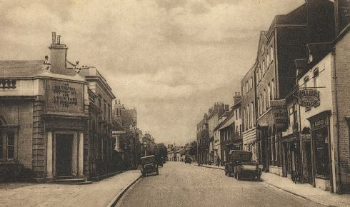 West Borough in the early years of the 20th century. On the left is the Wimborne branch of the National Provincial Bank, for which Henry Joyce worked as an adult.